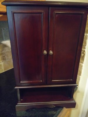 Jewelry small cabinet for Sale in Glendale, AZ