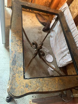 Coffee Table and chairs for Sale in Compton, CA