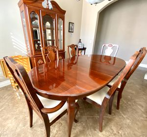 Dining Table and Hutch for Sale in Claremont, CA