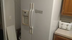 Hot point side by side refrigerator for Sale in Altoona, IA