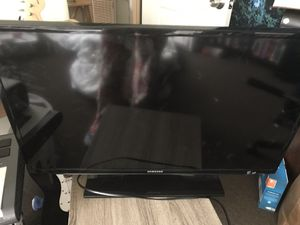 Samsung flat screen 32 inch tv for Sale in Los Angeles, CA