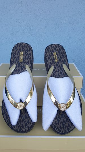 New Authentic Michael Kors Women's Goldtone Sandals Size 10 ONLY for Sale in Montebello, CA