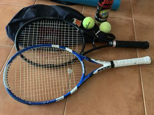 2 tennis rackets with carry on and 5 tennis balls for Sale in Miami, FL