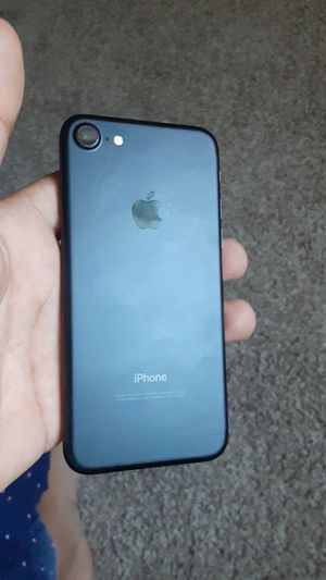 iPhone 7 factory unlocked 32gb for Sale in Coral Springs, FL