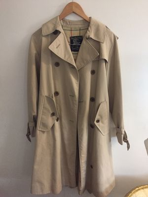 Burberry coat woman's Size large for Sale in Falls Church, VA