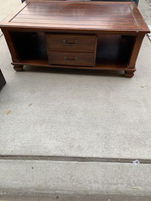 wopd coffee table with 2 baskets for Sale in Visalia, CA
