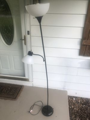 Free lamp for Sale in KIMBERLIN HGT, TN