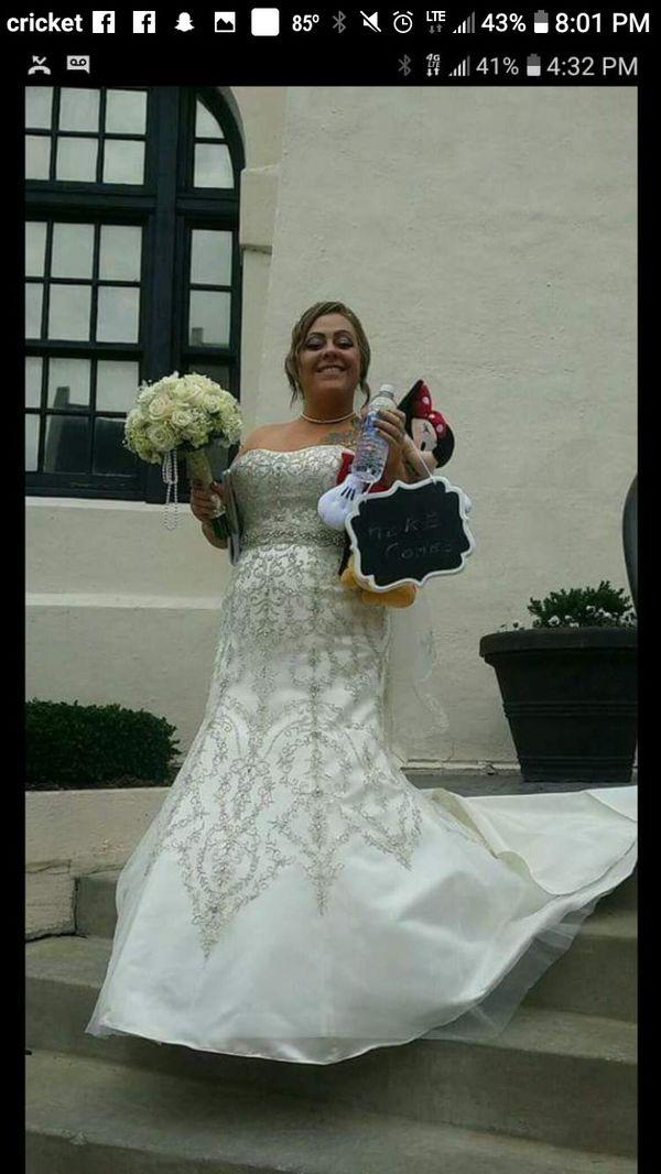 Oleg Cassini Wedding dress