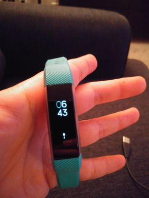 Fitbit Charge 2 (Physical Activity & Heart Rate Tracker) - Works Great! for Sale in Los Angeles, CA