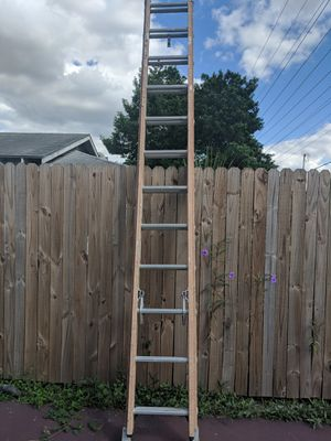 24 foot fiberglass ladder good condition for Sale in Lakeland, FL