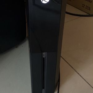 Xbox One Has Full Game On Modern Warfare Comes With The Cords Contoller And Unlimted Gamepass for Sale in Fort Lauderdale, FL