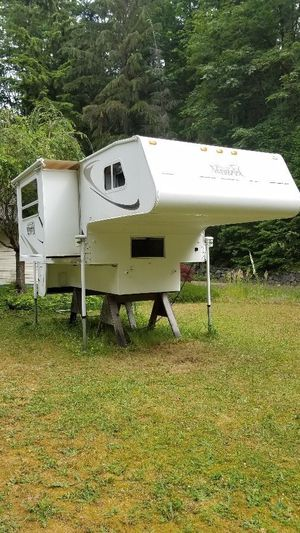 Christmas in July! 2008 Palomino Maverick SL1000 10' Truck Camper for Sale in Issaquah, WA
