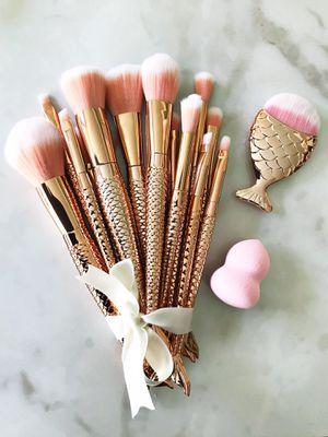 Beautiful rose gold mermaid set!! 16 brushes 🧜♀️💕 for Sale in Las Vegas, NV