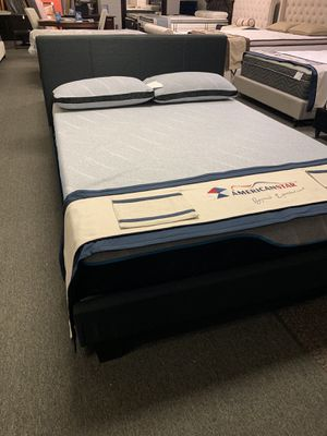 Queen size wave memory foam mattress for Sale in Arlington, TX