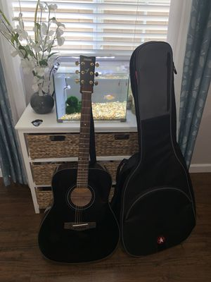 acoustic yamaha 6 string guitar ! comes with guitar case , strap , and guitar picks for Sale in Fresno, CA