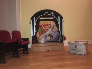 American Girl Doll Theater PLUS seats and storage container!! for Sale in Tamarac, FL