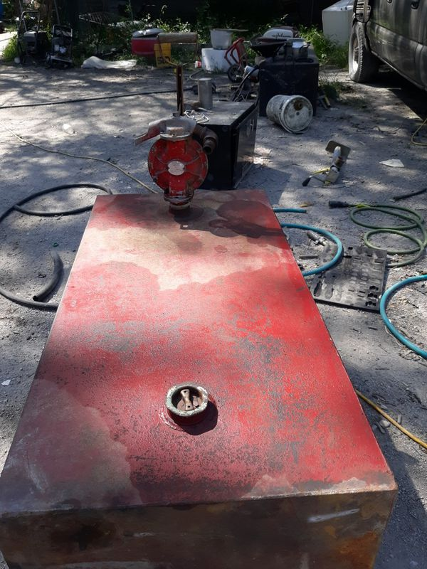 Steel fuel transfer tank with hand pump