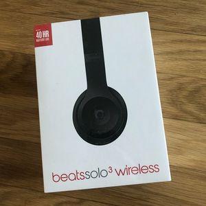BRAND NEW BEATS SOLO 3 WIRELESS HEADPHONES for Sale in Kent, WA