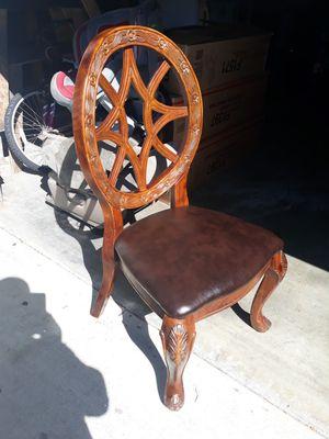Preciosa silla Madera solida for Sale in Paramount, CA