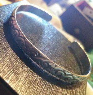 Stealing silver clip braclet medium wrist size for Sale in Nederland, TX