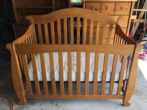 Crib, chest, changing table/dresser for Sale in Affton, MO