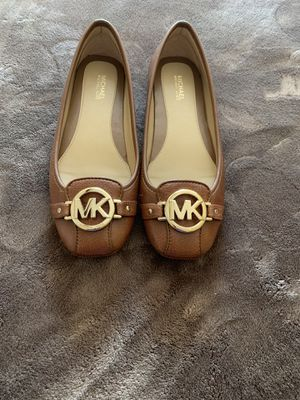 MICHAEL KORS SIZE 6.5 $60 Dlls NUEVO ORIGINAL for Sale in Fontana, CA
