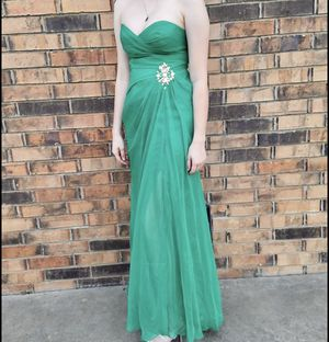 Beautiful Emerald Green Prom Dress for Sale in Fairfield, CA