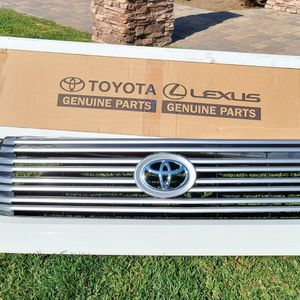2016 TOYOTA Tundra Front Grill for Sale in North Tustin, CA