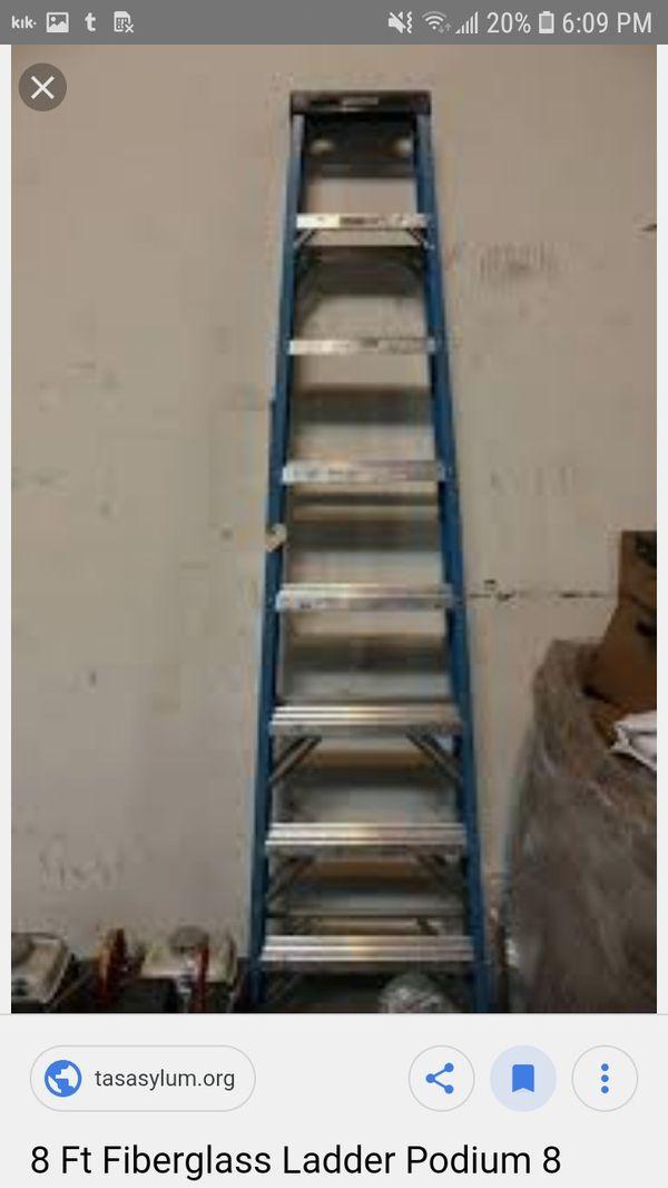 8' fiberglass stepladder
