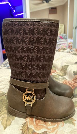 New new Michael kors boots. for Sale in Garden Grove, CA