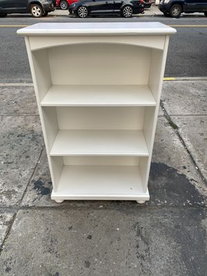 White Wood Bookcase for Sale in Queens, NY