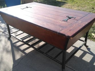 Coffee Table for Sale in Garden Grove,  CA