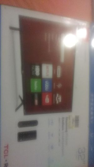 32 inch TCL Roku tv for Sale in Sacramento, CA