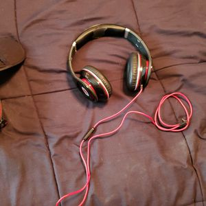 Beats Studio Headphones With Case. They Don't Turn On for Sale in Virginia Beach, VA