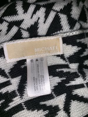 Michael Kors Hat & scarf set for Sale in Newport News, VA