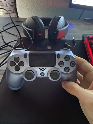 PS4 controller and Bluetooth headset NO CONSOLE for Sale in Houston, TX