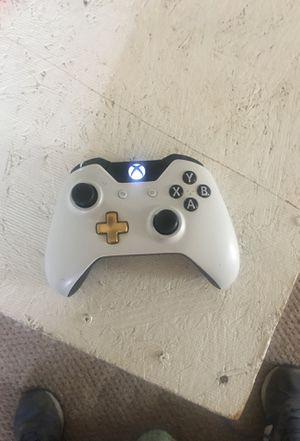 Xbox One Controller And Charger for Sale in Cleveland, OH