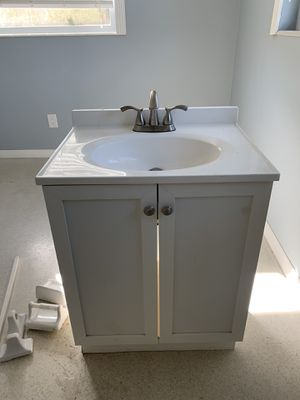 24 inch vanity cabinet with top for Sale in Sarasota, FL