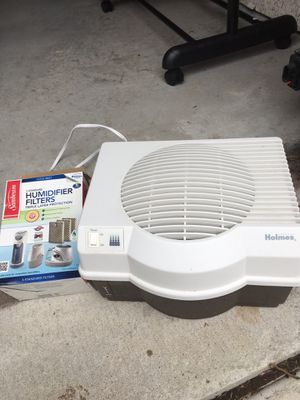 Holmes humidifier & 2 humidifier filters for Sale in Plano, TX