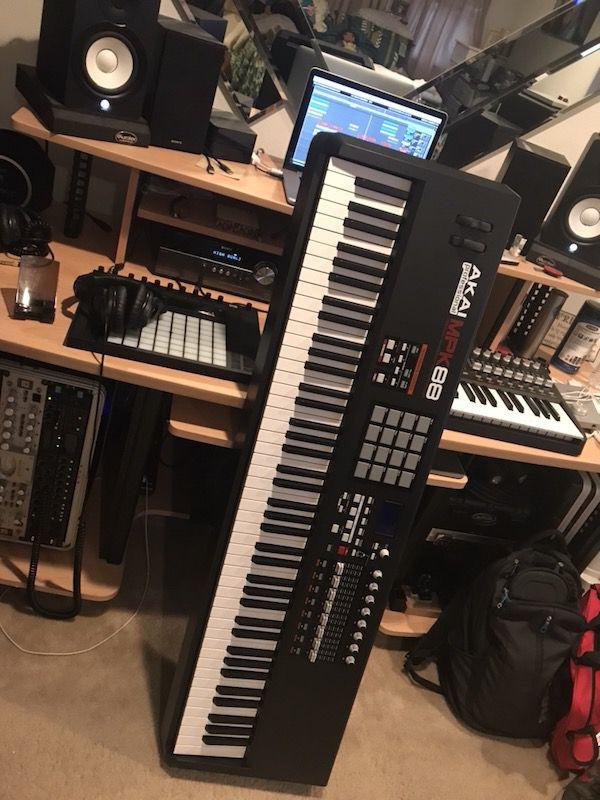 Akai MPK 88 Midi Keyboard (Quick Sale) for Sale in Fontana, CA - OfferUp