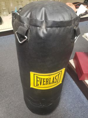 Everlast 70 pound punching bag for Sale in Baltimore, MD