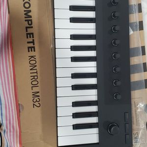 Beat Machine And Keyboard With Ableton Lite for Sale in Elizabeth, NJ