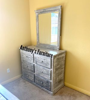 Dresser + mirror for Sale in Lynwood, CA