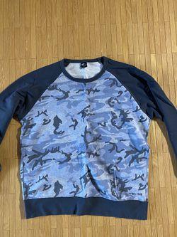 Uniqlo men camo crewneck long sleeve shirt sweater for Sale in Falls Church,  VA