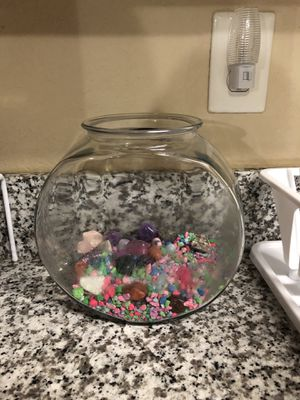 1 gallon fish bowl for Sale in Tallahassee, FL