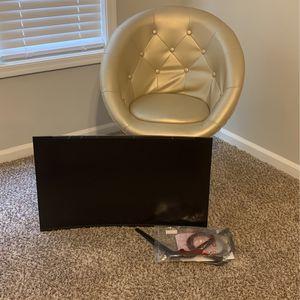 Vanity Chair & New 32inch Acer Tv for Sale in Atlanta, GA