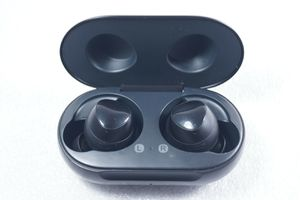 Samsung Galaxy Buds Bluetooth R170 Wireless Earbuds Wireless Charging Case Black for Sale in Rancho Cucamonga, CA