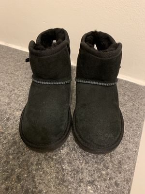 Toddler girl Ugg boots size 10 $30 for Sale in Warren, MI