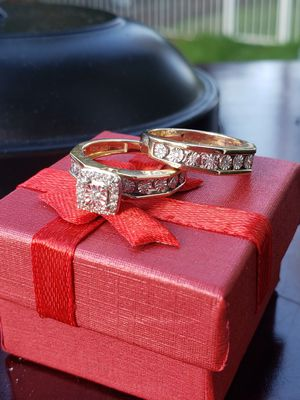 ❤❤ WEDDING RING W/ ENGAGEMENT BAND. 10K SIZE 6. 5.6GRS 1/.03 IW/.03TW/RND/DIA 34/.02IW/.68TW/RND/DIA❤❤ for Sale in Everett, WA