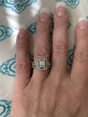 Zales Engagement Ring. for Sale in Beacon Falls, CT